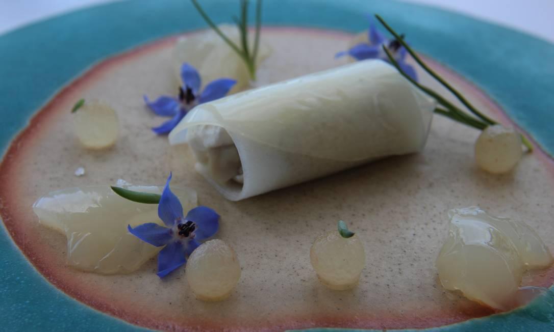 Canelone de pera com ostras no Mirazur, comandado pelo chef argentino Mario Collagreco. Bruno Agostini / O Globo