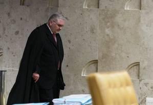 Roberto Gurgel sai da sua última sessão no STF como procurador-geral da República Foto: Ailton de Freitas / O Globo