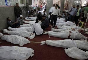 O governo do Egito anunciou nesta quinta-feira que mais de 500 pessoas morreram após a violenta desocupação de acampamentos islamistas no Cairo Foto: Khalil Hamra / AP