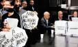 Reunião: manifestantes protestaram com caixas de pizza durante encontro de trabalho da CPI