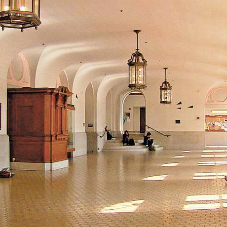 Durante 12 semanas, o diretor americano Frederick Wiseman teve livre acesso a corredores e salas da Universidade de Berkeley Foto: Divulgação
