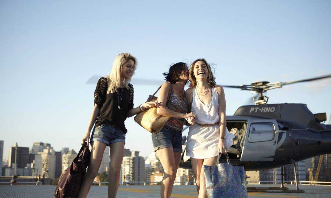 Michelle Batista, Rafaela Mandelli e Juliana Schalch em cena da série Foto: HBO/ Divulgação