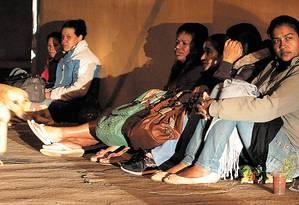 """Nostalgia. Benedita Mares Gomes (primeira da direita para esquerda), ex-cortadora que virou doméstica: """"Não tem mais corte. Se tivesse serviço, eu voltaria"""" Foto: Fotos Eliaria Andrade"""