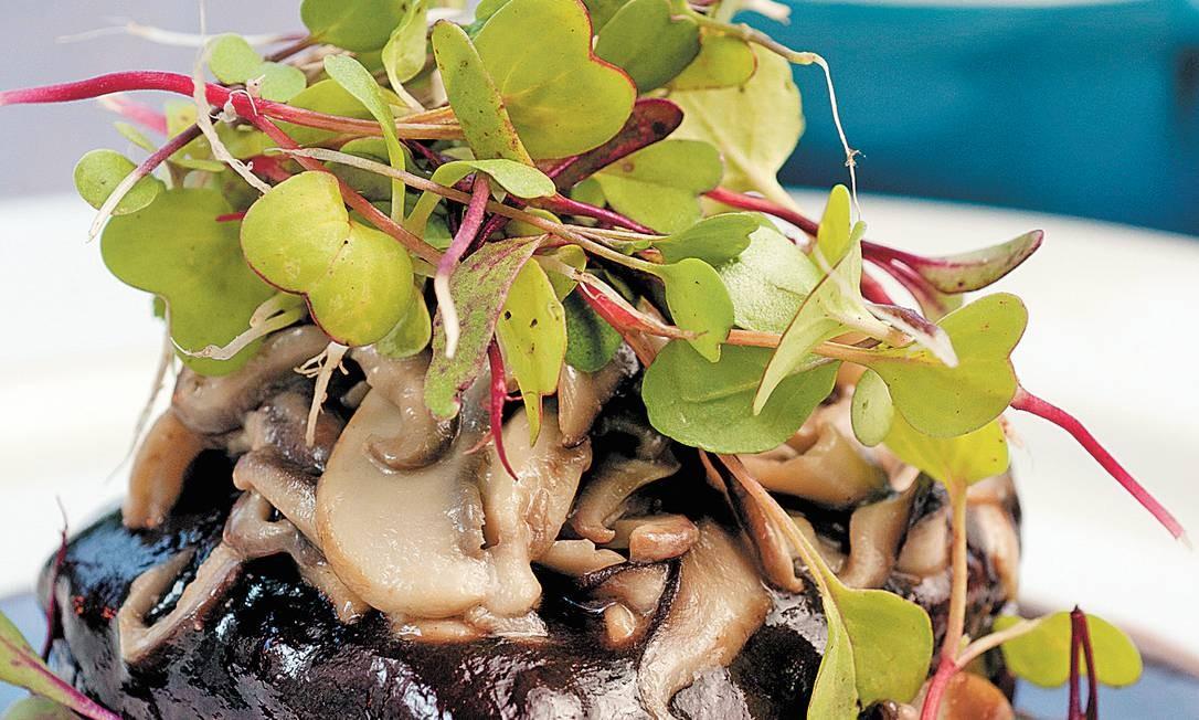 Combinado. Cogumelos e carne são alimentos ricos em umami, gosto que começa a ser identificado antes mesmo do nascimento Foto: Divulgação