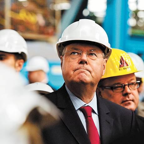 Mãos à obra. Atrás nas pesquisas, Peer Steinbrück busca uma brecha para reduzir favoritismo de Merkel até votação de 22 de setembro Foto: PATRIK STOLLARZ / AFP