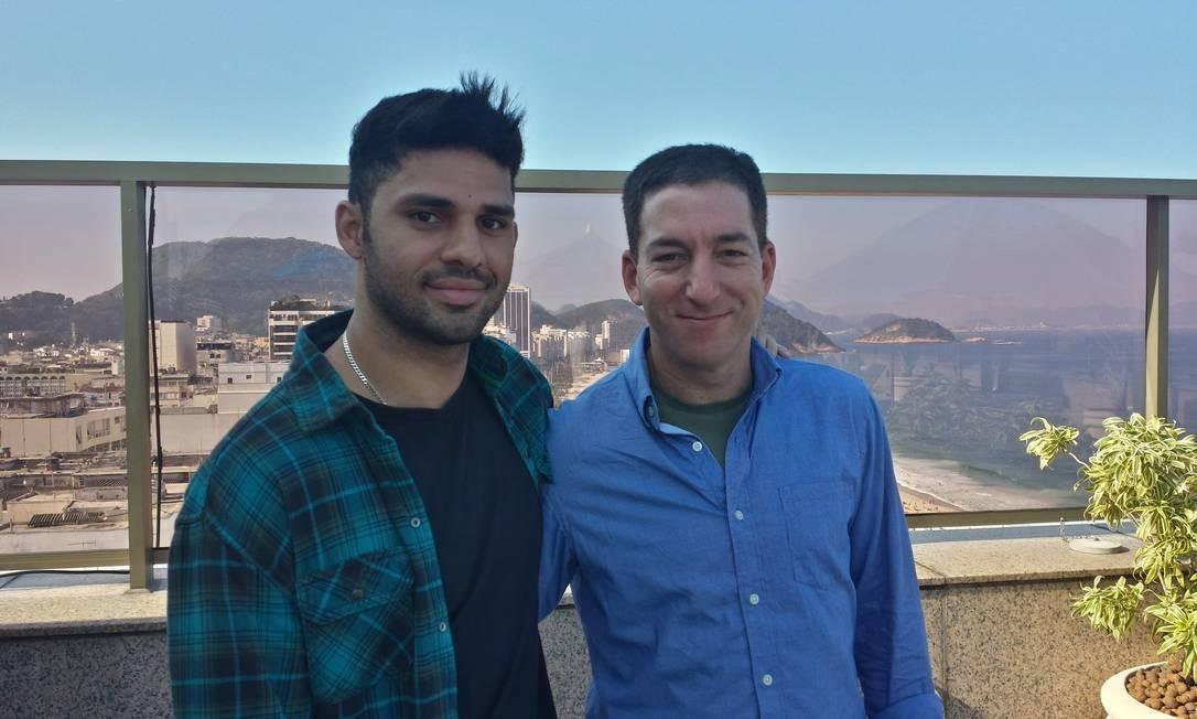 David Miranda (esquerda) e o jornalista Glenn Greenwald, no Rio de Janeiro. David foi detido por autoridades inglesas no aeroporto de Heathrow Foto: Arquivo Pessoal