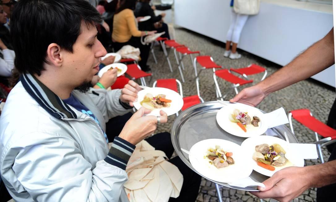 O público aprovou o prato preparado pelo chef francês Foto: Adriana Lorete / O Globo