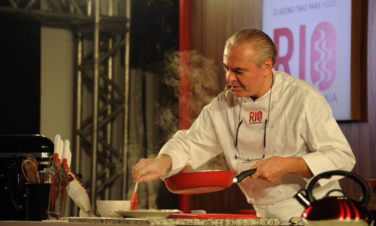 Danio Braga ensina os segredos de salteado de lulas no Circuito Rio Gastronomia Foto: Adriana Lorete/ O Globo