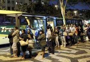 Ponto de ônibus na Central do Brasil Foto: Marcelo Piu / O Globo
