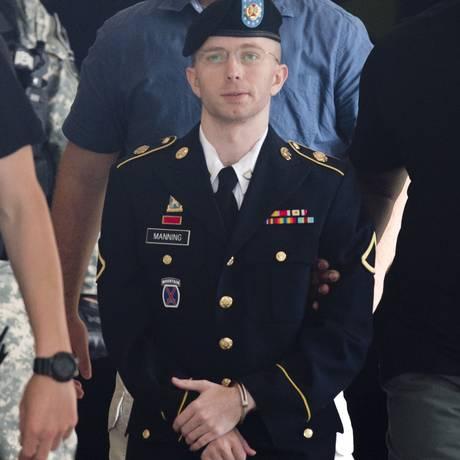 Bradley Manning é acusado de traição e pode ser sentenciado, ao todo, a 90 anos de prisão Foto: AFP/SAUL LOEB 30/07/2013
