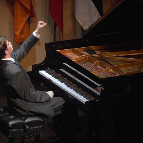 Stephen Beus se apresenta em 2006 na competiação de piano internacional Gina Bachauer Foto: Divulgação / UCL