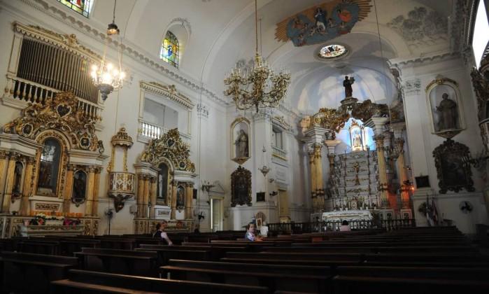 Igreja Matriz Nossa Senhora da Glória , Largo do Machado, foi visitada pelo grupo Adriana Lorete/O Globo