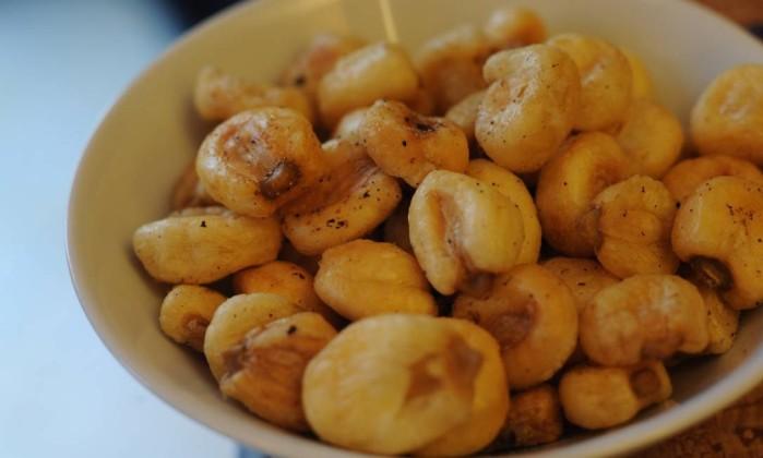 Canchitas, nome dado ao milho frito, foi servido de entrada no restaurante peruano Intihuasi Adriana Lorete/O Globo