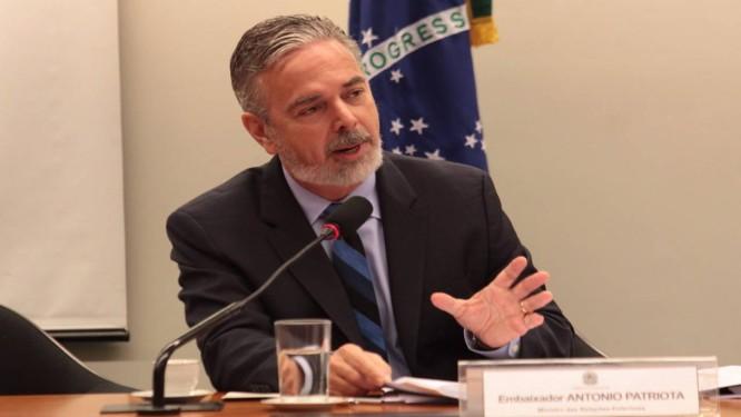 O ministro das Relações Exteriores, Antonio Patriota, participa de audiência na Comissão de Relações Exteriores da Câmara Foto: André Coelho / O Globo
