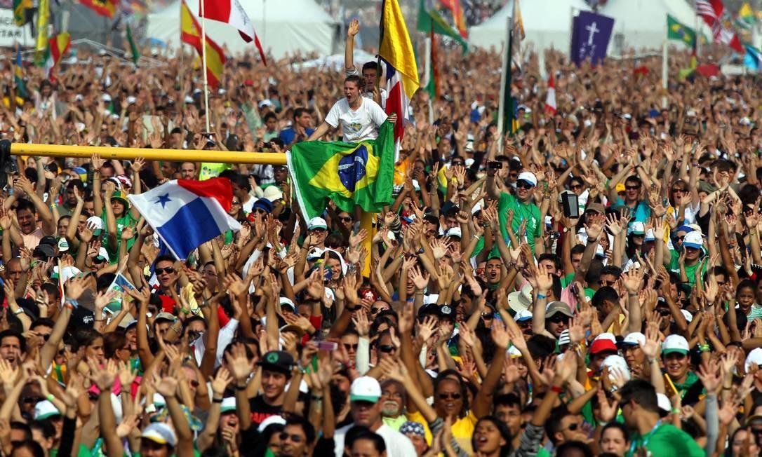 Com três milhões de visitantes, a Jornada Mundial da Juventude precisou contar com milhares de voluntários Foto: Agência O Globo / Marcelo Theobald