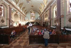 NO roteiro Novo Maracanã, do Delícias de História, o grupo passou pela Basílica Nossa Senhora de Lourdes Foto: Terceiro / Marco Sobral / O Globo
