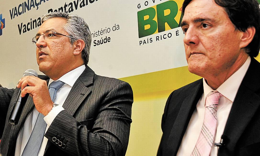 Ministro Padilha (de óculos) e Jarbas Barbosa, secretário de Vigilância em Saúde - Foto: José Cruz/Agência Brasil