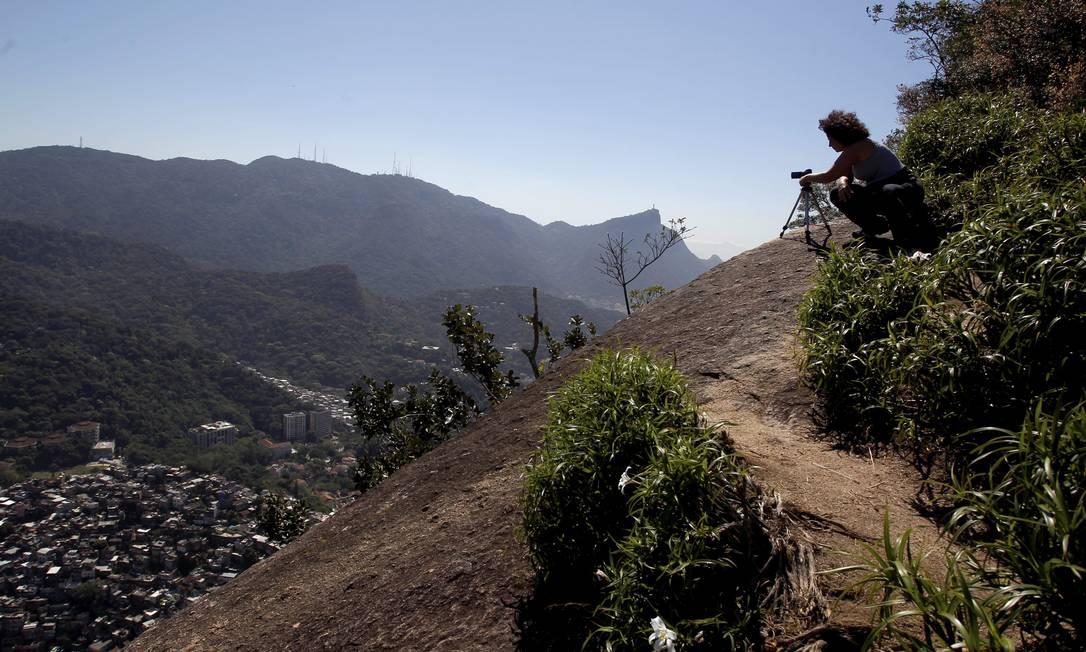 Vista da Favela da Rocinha no segundo ponto de observação da trilha que liga o Vidigal ao Morro Dois Irmãos Custódio Coimbra / Agência O Globo