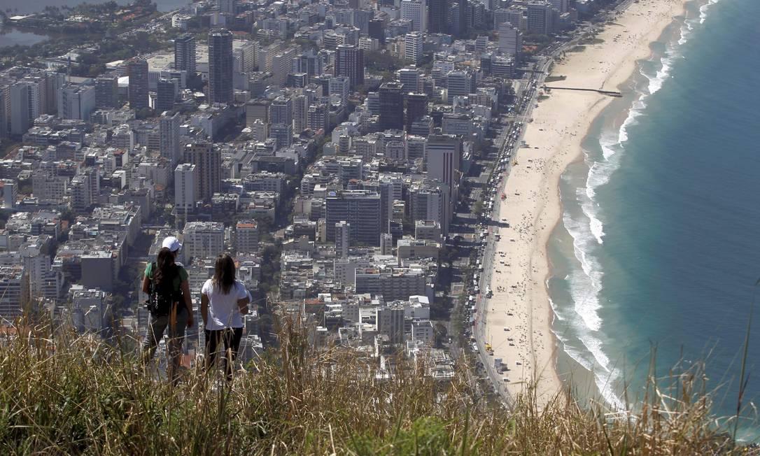 Sem pressa, caminhada até o cume dura 80 minutos Custódio Coimbra / Agência O Globo