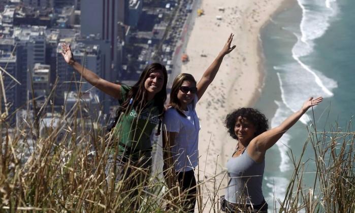 A guia Ana Lima (à esquerda) decidiu abrir uma empresa de turismo Custódio Coimbra / Agência O Globo