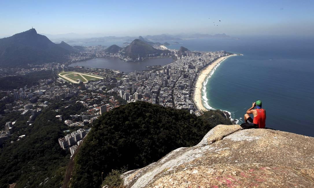 Moradores e guias oferecem o tour completo de R$ 40 a R$ 180 por pessoa Custódio Coimbra / Agência O Globo
