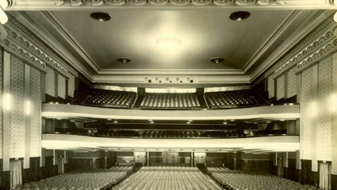 Uma foto da década de 40 da antiga sala de exibição do Cine Palácio — um projeto do arquiteto espanhol Adolfo Morales de Los Rios de 1906 — orienta os trabalhos de restauro do Cine Palácio Foto: Terceiro / Divulgação