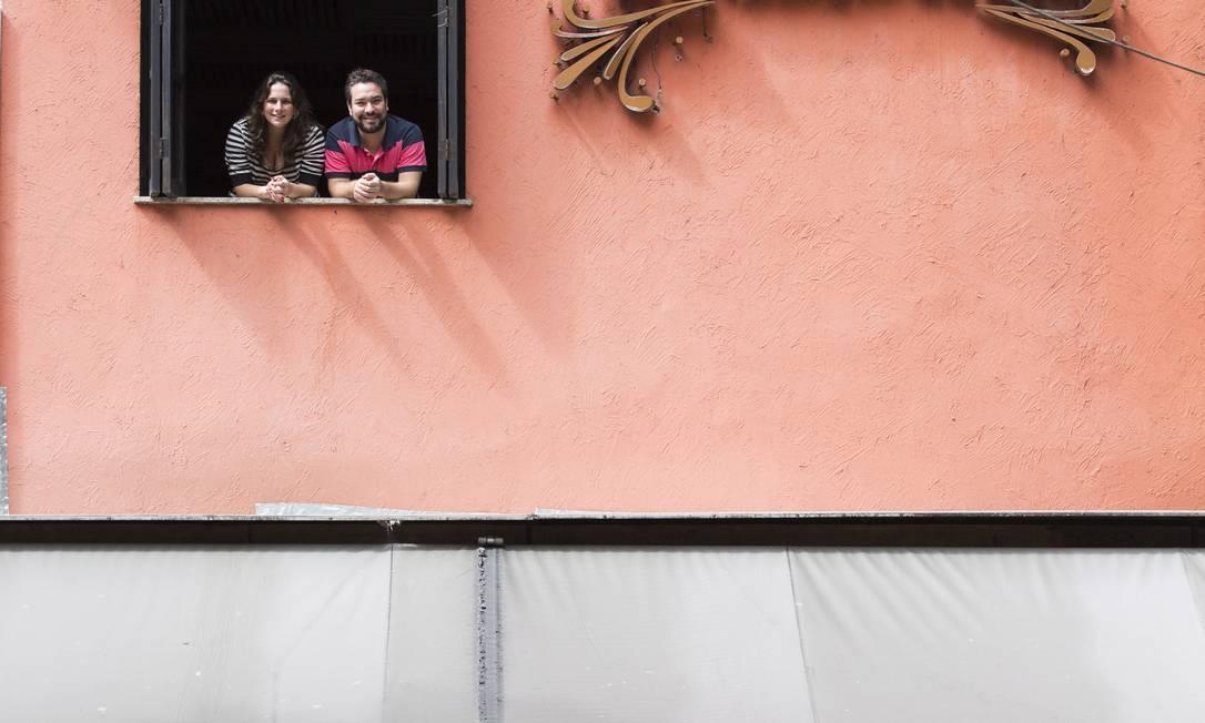 Rafael Sampaio e Tatiana Abramant, donos do bar Barthodomeu, em Ipanema Foto: Daniela Dacorso / O Globo