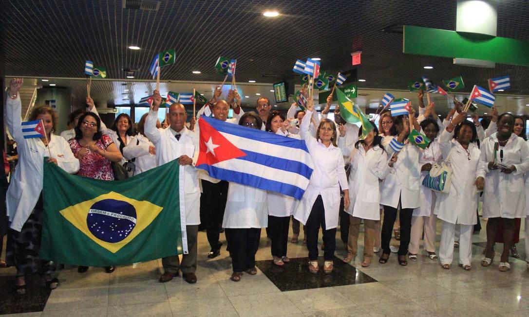 Médicos cubanos chegam em Recife para participar do programa Mais Médicos Foto: Futura Press / Agência O Globo