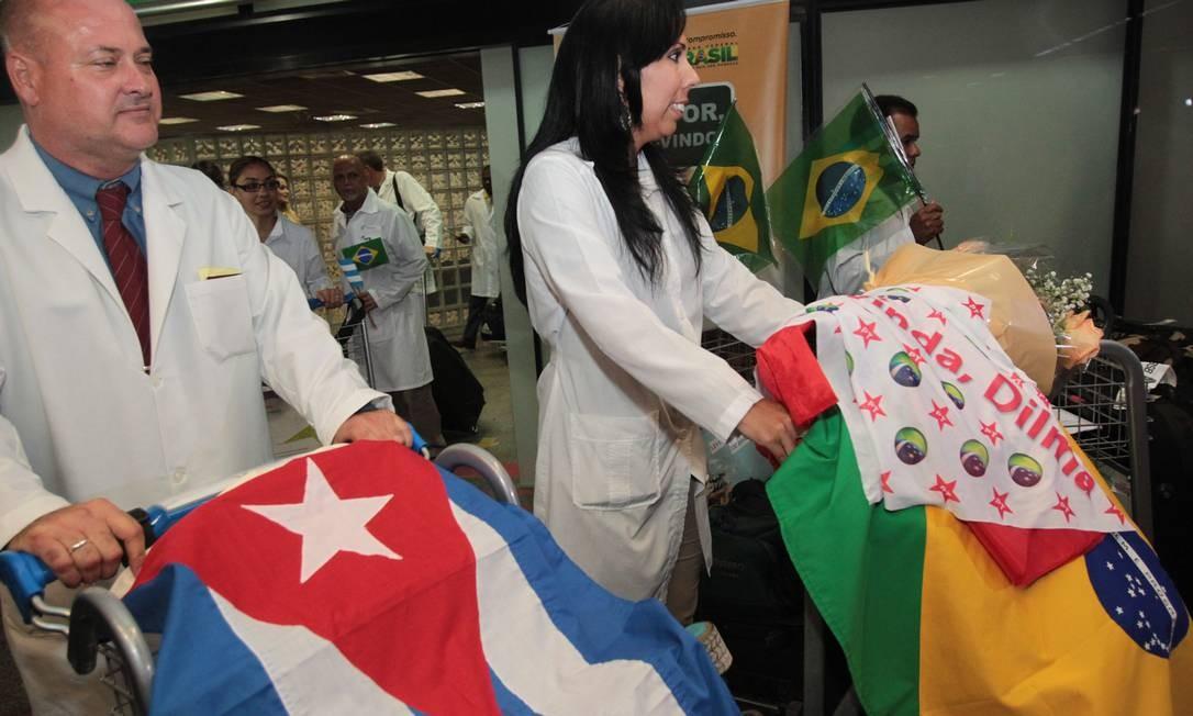 Médicos cubanos chega a Brasília onde vão passar por treinamento para atuar no programa Mais Médicos Foto: Givaldo Barbosa / O Globo