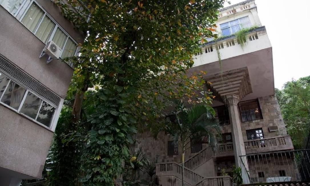 Casa no Leme, construída em 1905, tem três dúplex e um terraço Foto: Simone Marinho/Agência O Globo