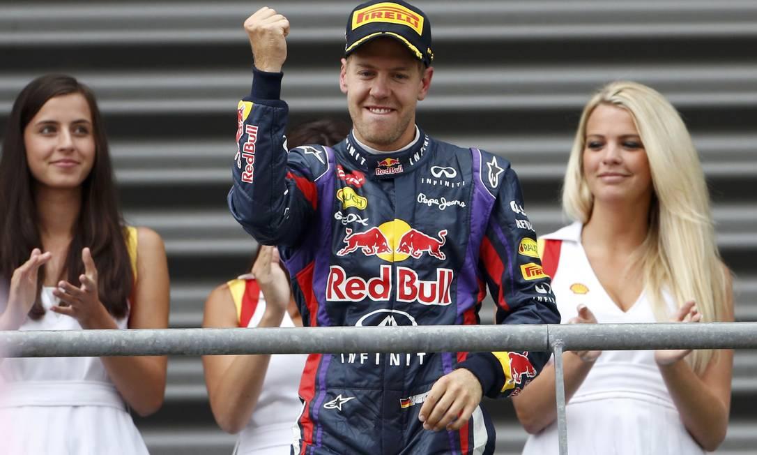 Vettel vibra em cima do pódio: a oito provas do fim, alemão tem 46 pontos de vantagem sobre Alonso na classificação FRANCOIS LENOIR / REUTERS