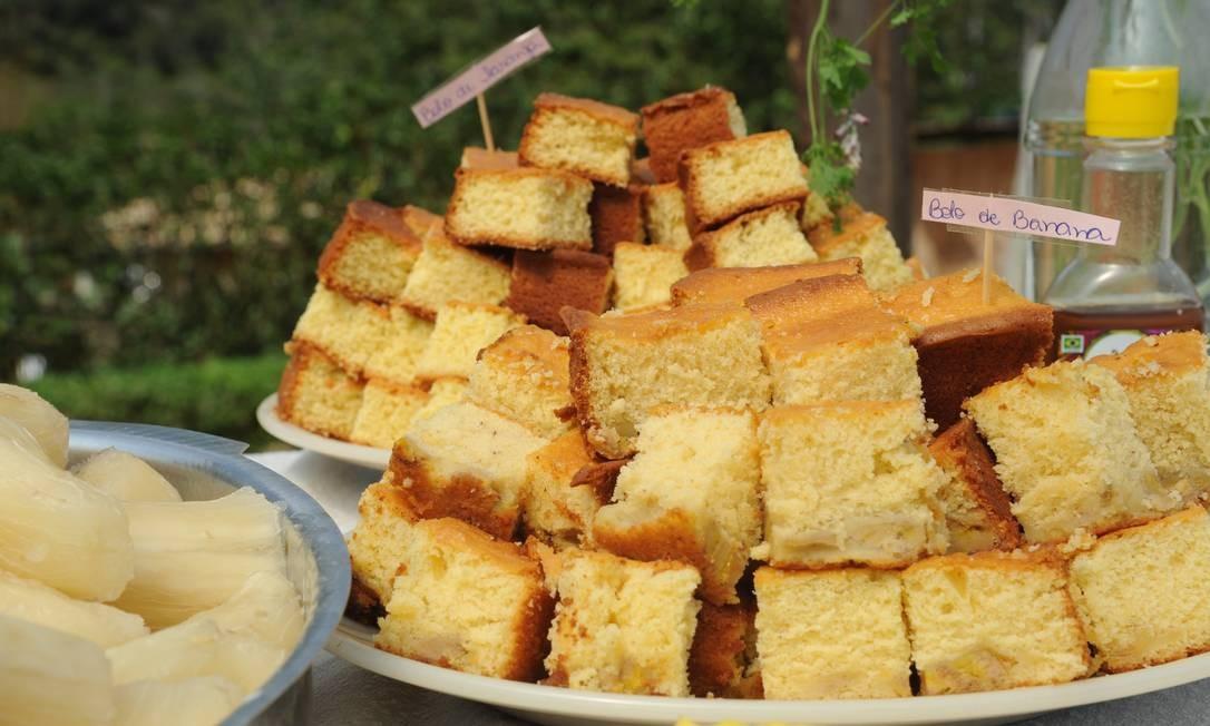 Enquanto isso, o café da manhã com bolos de diferentes tipos era servido. Adriana Lorete/O Globo