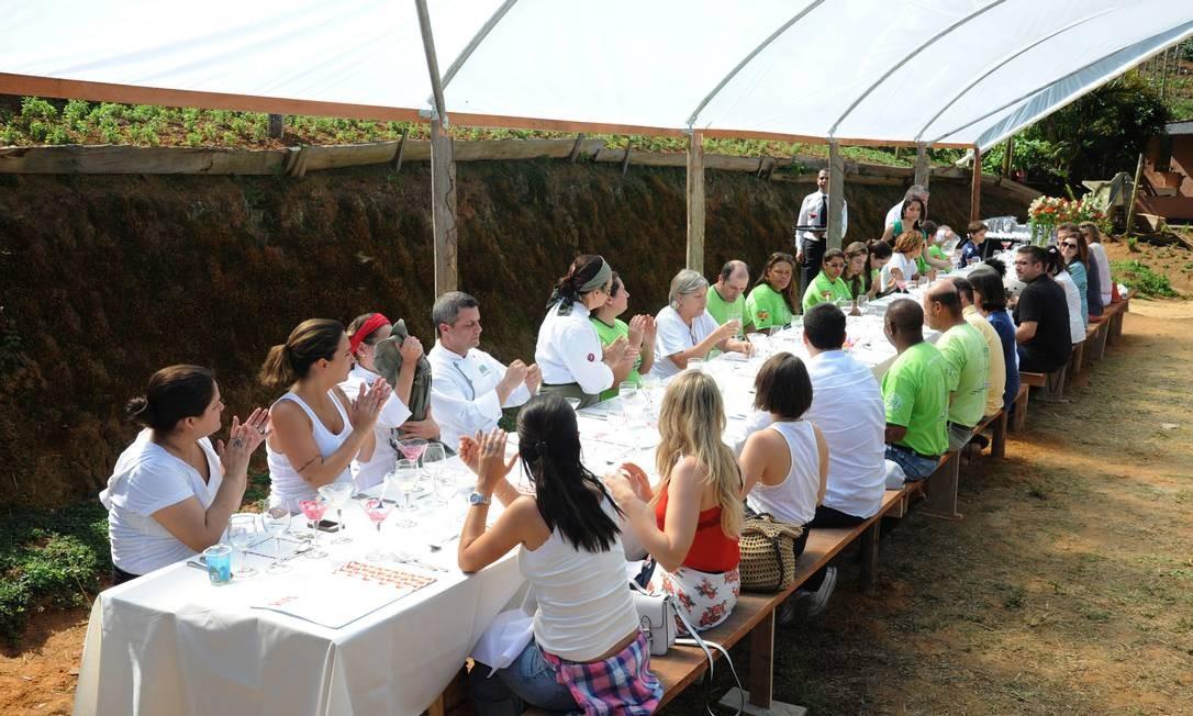 O cardápio elaborado pelos ecochefs foi realizado com produtos plantados no Brejal Adriana Lorete/O Globo
