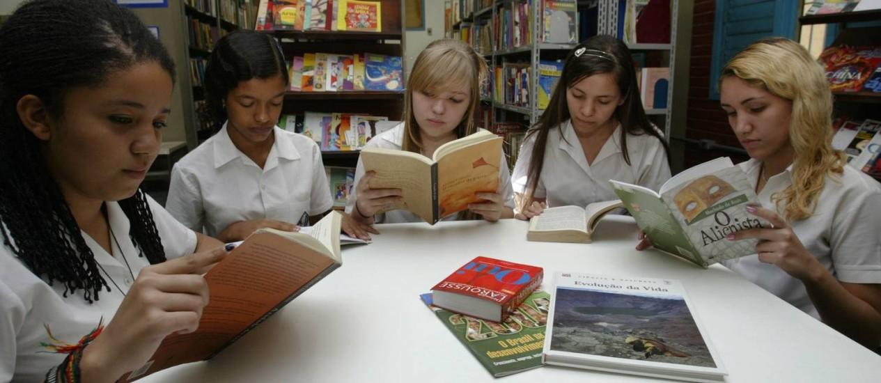 Livro para todos. No projeto de lei, uma das exigências é a de que bibliotecas escolares tenham um acervo compatível com o número de alunos Foto: André Teixeira/21-05-2009