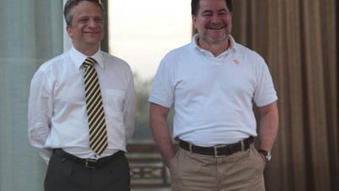 O senador boliviano Roger Pinto (à direita), com seu advogado
