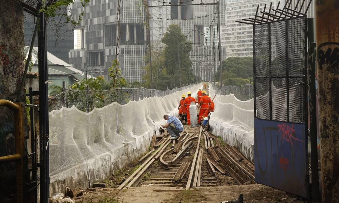 O projeto é substituir a via permanente do bodinho, que é de 17,5 quilômetros Foto: Marcos Tristão / Agência O Globo
