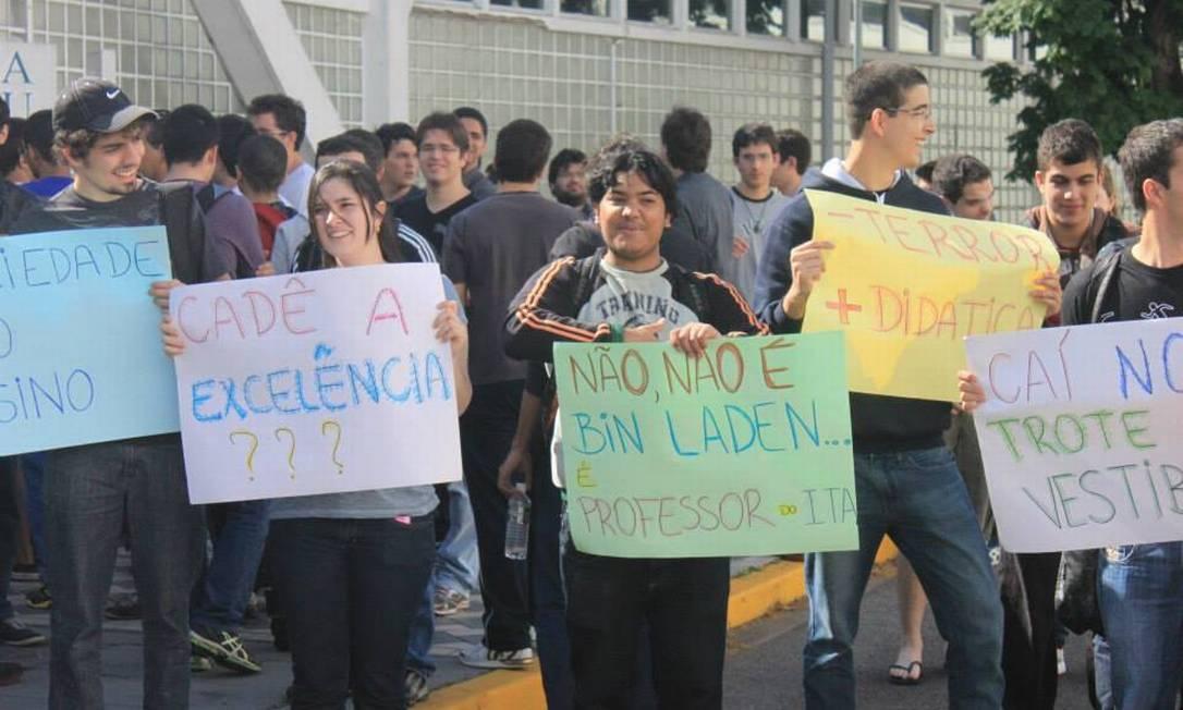 Estudantes do ITA protestam durante a primeira paralisação da história do instituto Foto: Divulgação/Fotografita