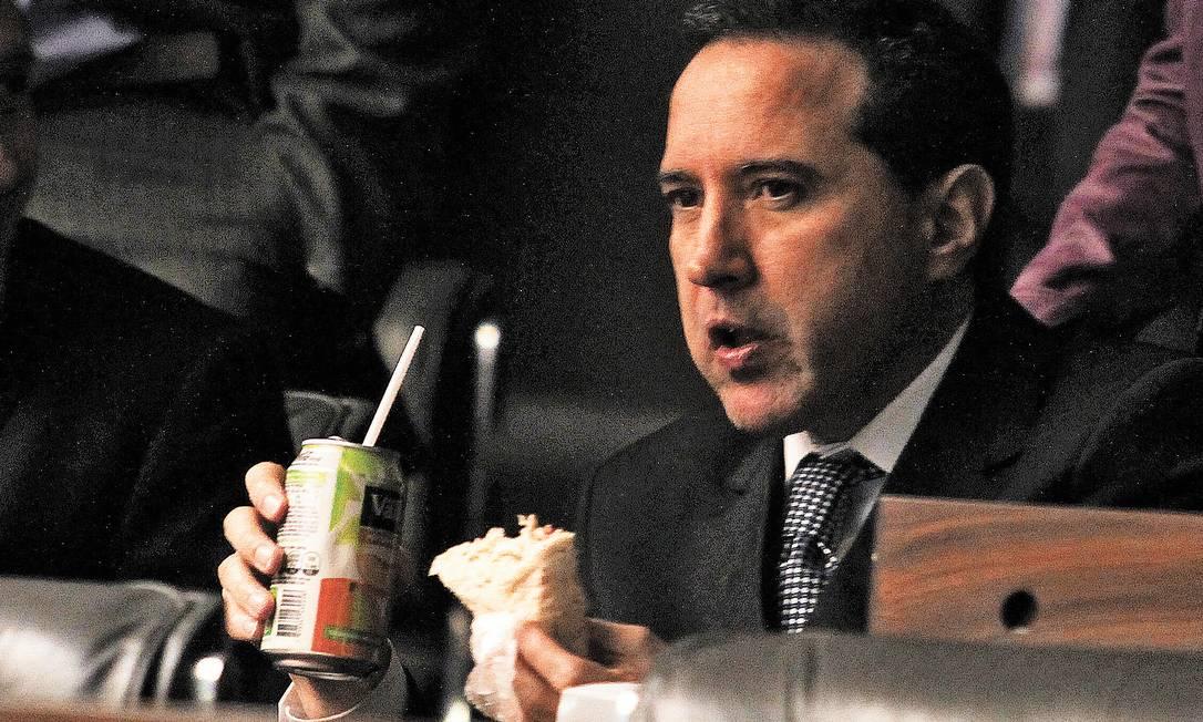 Natan Donadon, que comeu sanduíche e bebeu suco enquanto esteve no plenário da Câmara, foi absolvido em votação secreta que causou indignação Foto: ailton de Freitas / Ailton de Freitas/28-8-2013