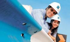 Os estudantes Marcos Vinicius Assis e Ana Ligia Borges, estagiários das obras no Parque Olímpico Foto: Foto de Camilla Maia/Agência O Globo