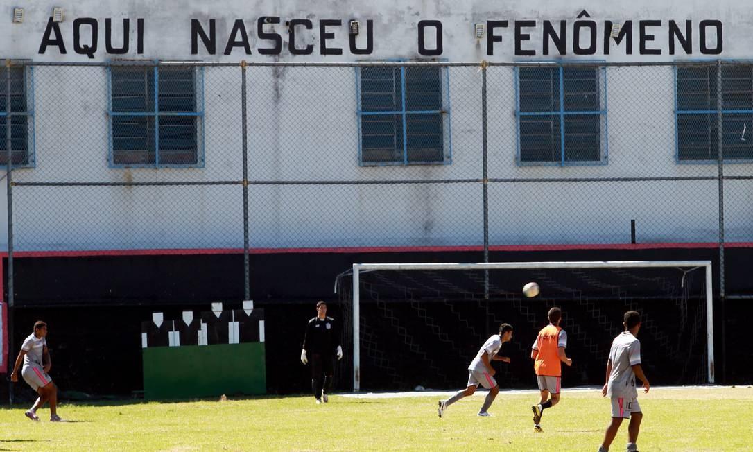 Jogadores treinam no São Cristovão, hoje na Série C do Estadual Foto: Gustavo Miranda / Agência O Globo