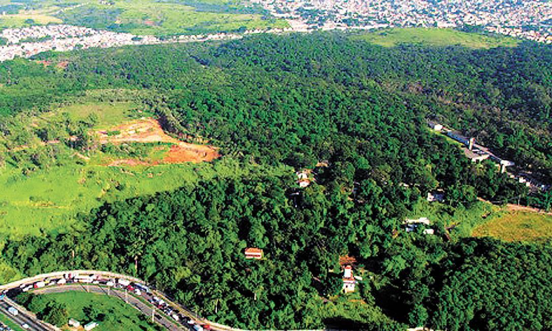A área onde será feito o autódromo em Deodoro: granadas e morteiros no terreno, além de exigência de licença ambiental, adiaram entrega das pistas Foto: Genílson Araújo