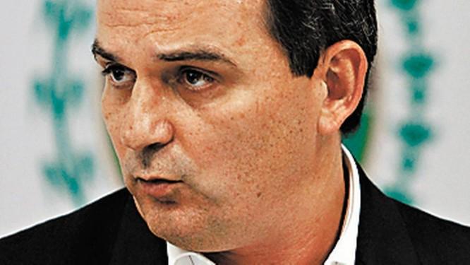 Fichtner. Secretário entrega pasta Foto: Pablo Jacob / Pablo Jacob/09-05-2013