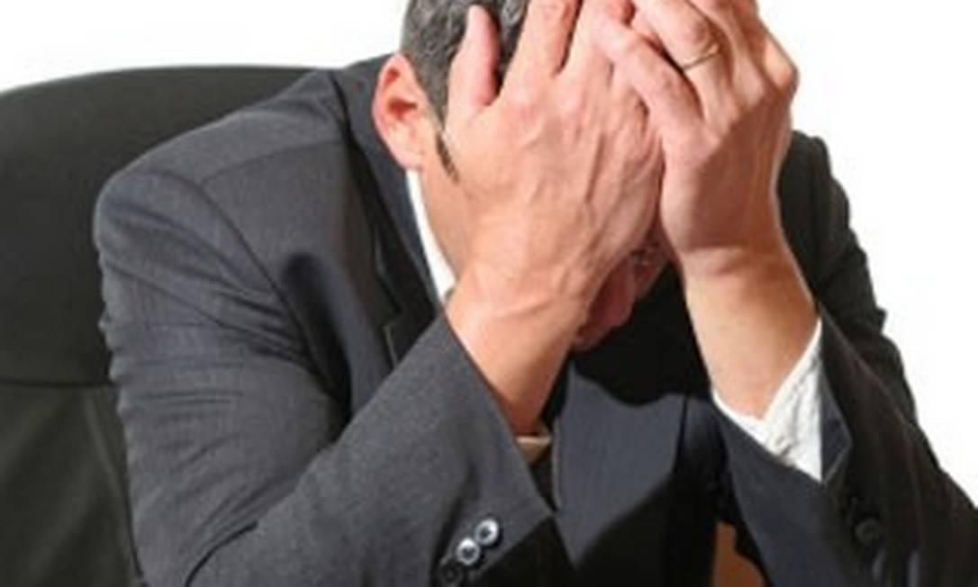 Em crise: É preciso saber adequar os problemas de casa com o dia a dia no trabalho para que o desempenho não seja afetado Foto: Divulgação