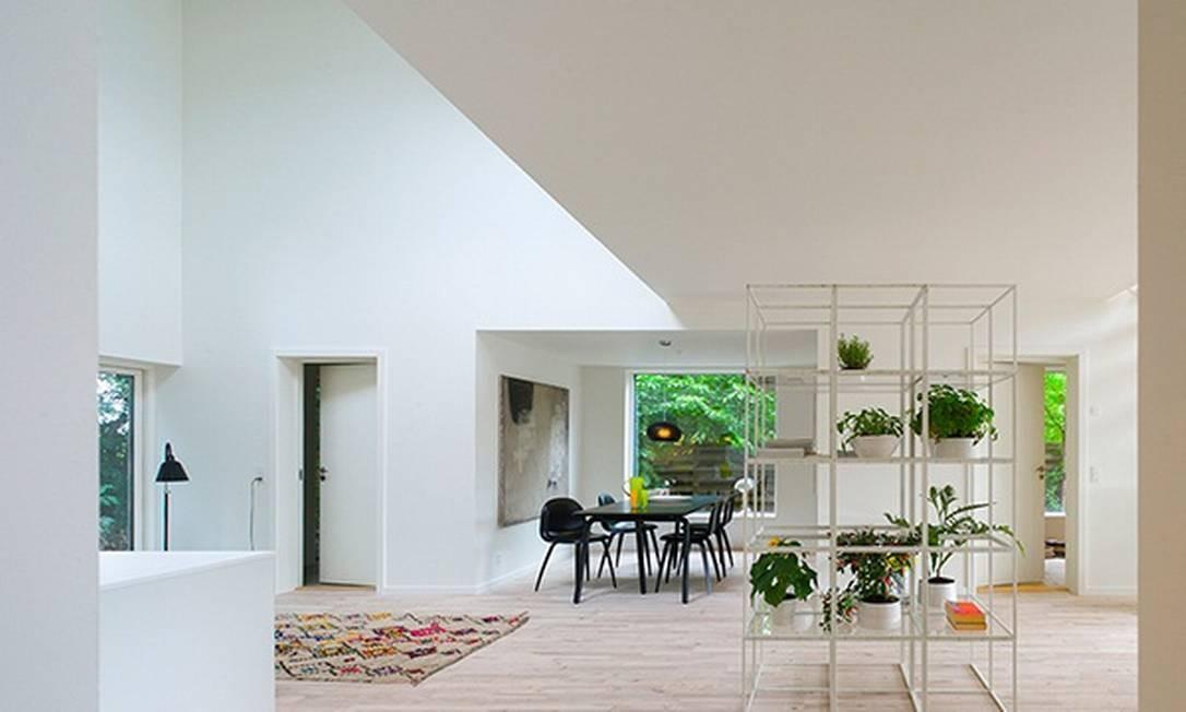 Conhe a a casa de cont ineres e bambu jornal o globo for Casa home goods