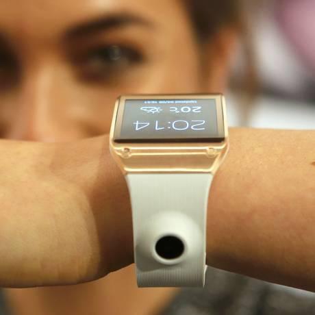 Galaxy Gear vem uma câmera na pulseira Foto: FABRIZIO BENSCH/REUTERS