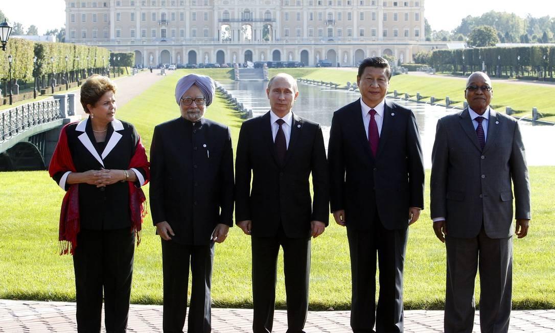 Brics: Dilma ao lado de Singh, Putin, Xi Jinping e Zuma no G-20 Foto: Sergei Karpukhin / AP