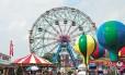 A roda-gigante Wonder Wheel, do Deno's, tem passeios com ou sem-emoção e permite ótimas vistas de Coney Island