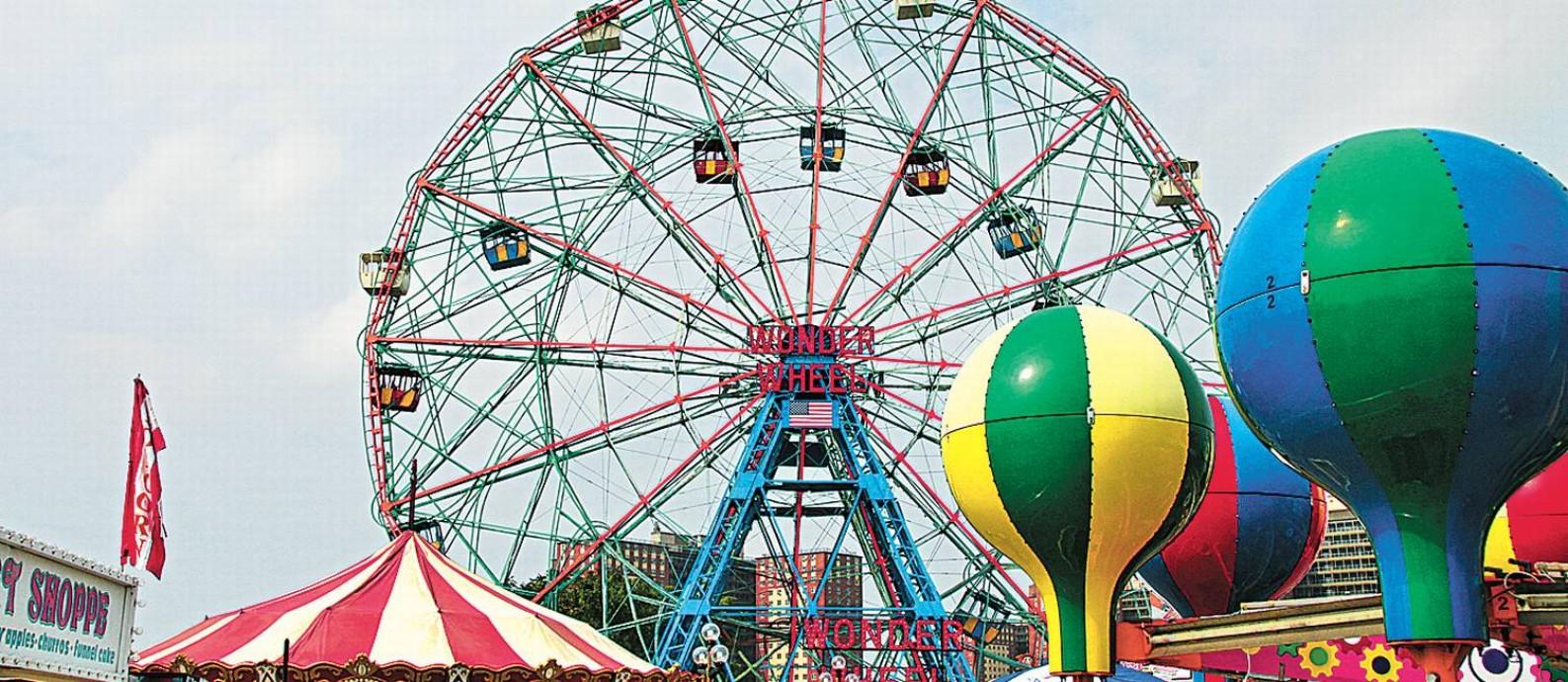 A roda-gigante Wonder Wheel, do Deno's, tem passeios com ou sem-emoção e permite ótimas vistas de Coney Island Foto: Eduardo Maia / O Globo
