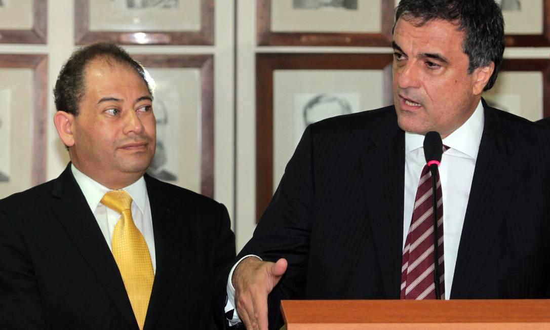 Ministro da Justiça, José Eduardo Cardozo, recebe o ministro de governo da Bolívia, Carlos Romero Foto: Givaldo Barbosa / O Globo