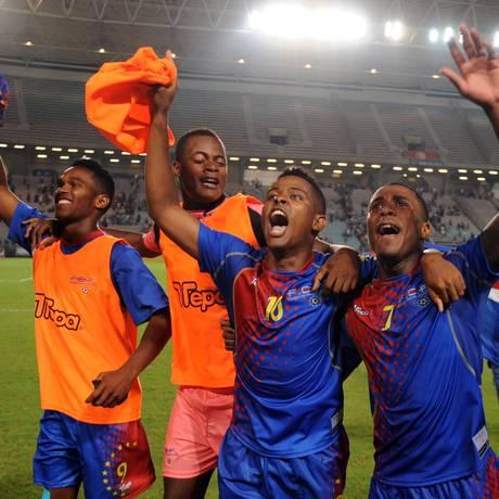 Os jogadores de Cabo Verde comemoram a classificação para a fase final. Seleção tenta disputar sua primeira Copa Foto: Fethi Belaid / AFP